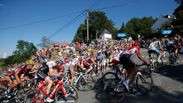 The peloton wrestles its way up the fearsome Mur de Huy climb