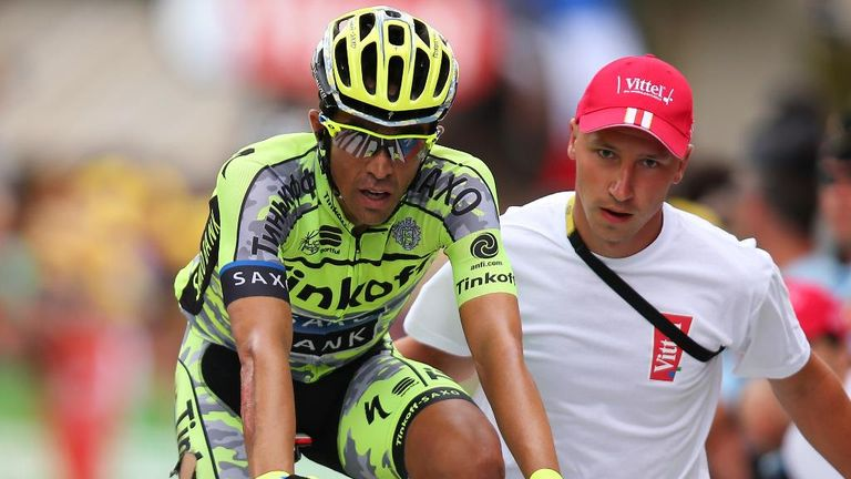 Alberto Contador lost another 2min 17sec after a crash