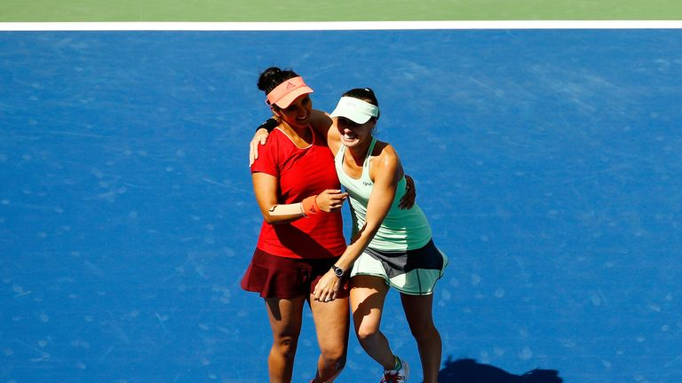 Martina Hingis (r) and Sania Mirza are now unbeaten in 40 matches