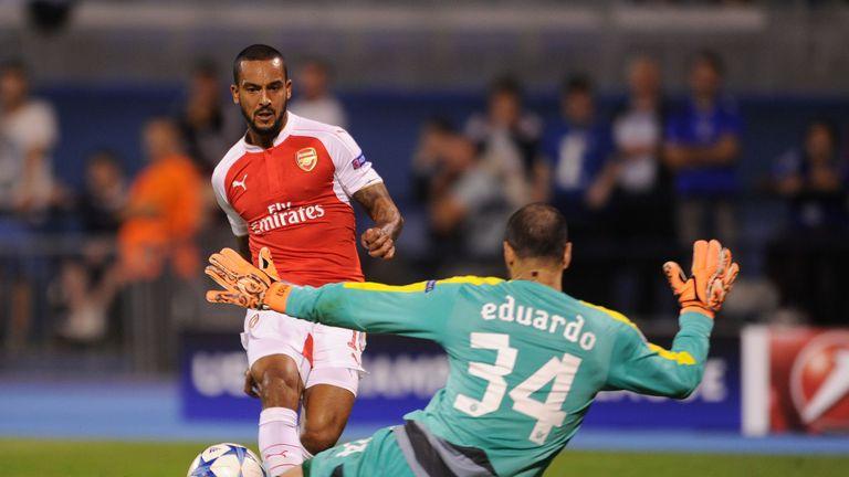 Theo Walcott scores past Eduardo of Dinamo Zagreb.