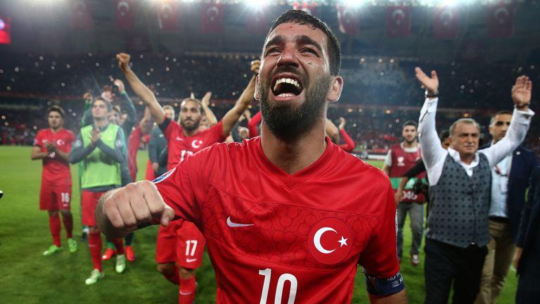 Arda Turan celebrates Turkey's qualification for Euro 2016