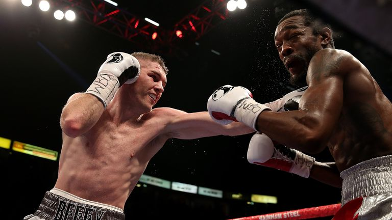 Liam Smith catches John Thompson on his way to claiming the WBO light-middleweight title