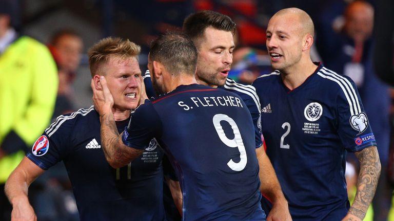 Matt Ritchie (L) celebrates his goal against Poland
