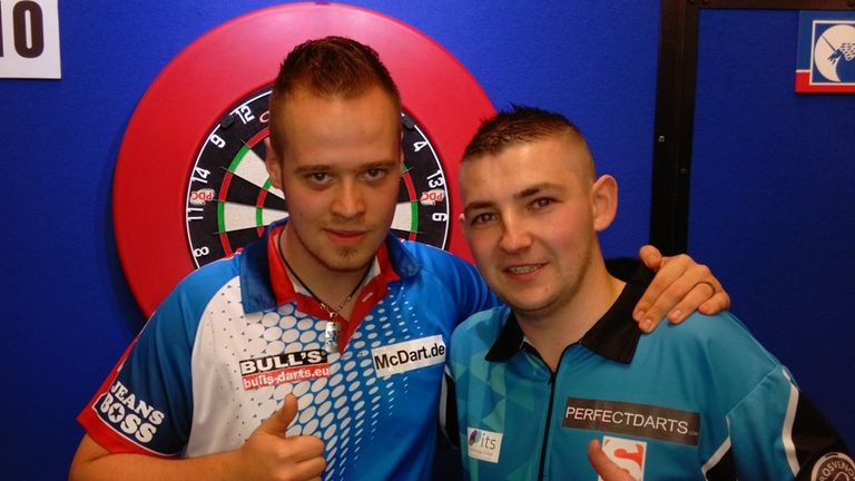 Max Hopp (l) beat Nathan Aspinall to become World Youth Champion