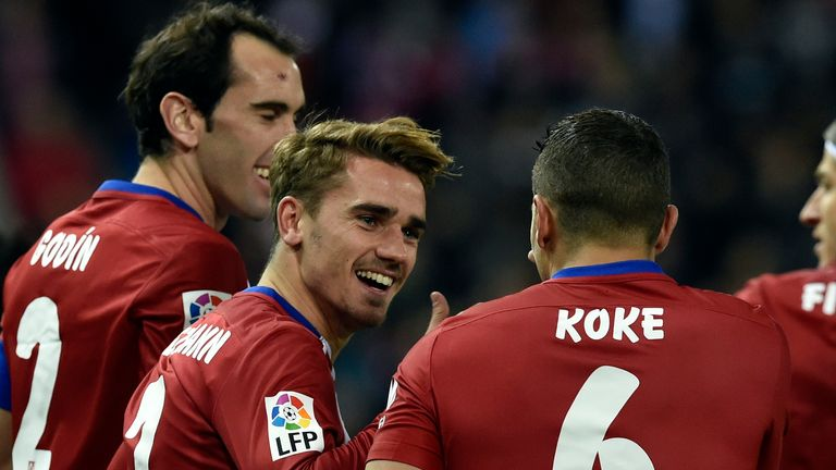 Atletico Madrid's Antoine Griezmann (C) is congratulated by his team-mates