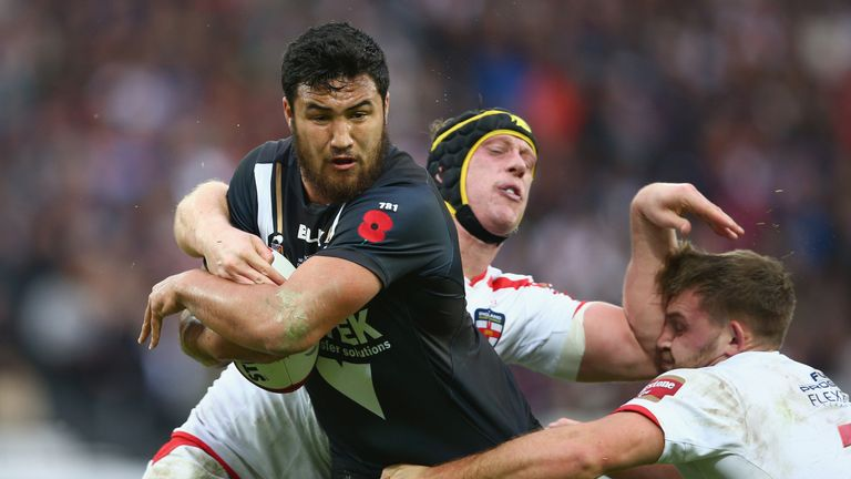 Peta Hiku looks to take on the England defence