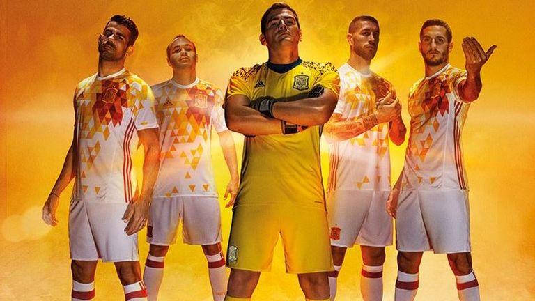 1492661de Iker Casillas and co model Spain s colourful away kit (Pic   SeFutbol)