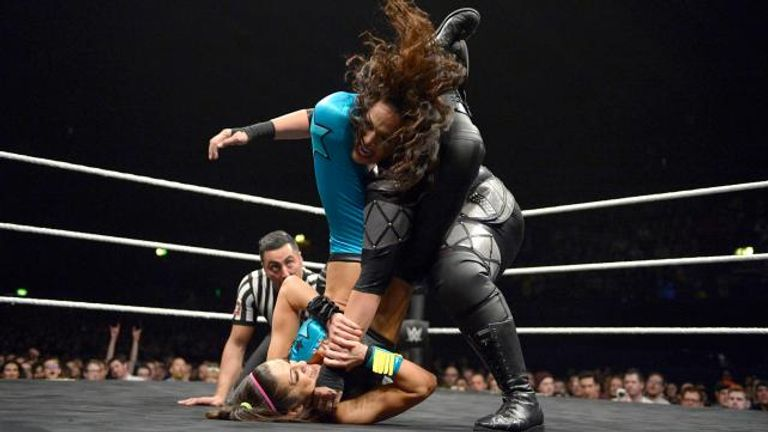 Bayley beat Nia Jax via submission in London