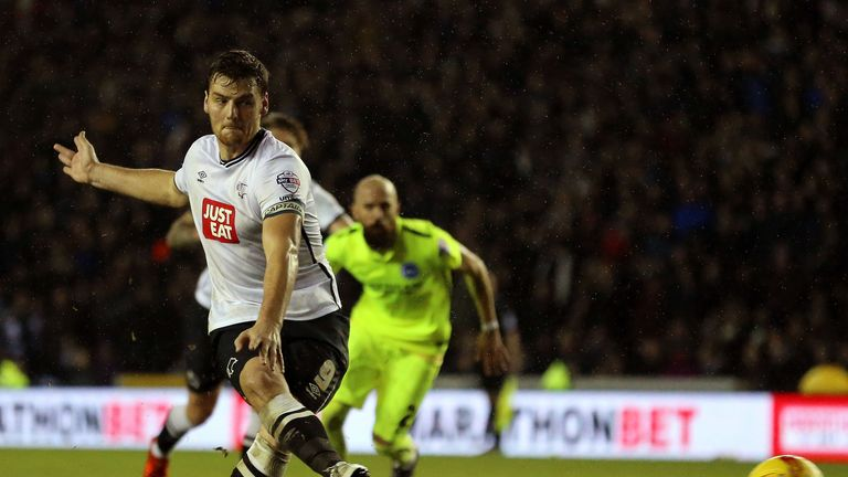 Chris Martin scores for the spot to earn Derby a late point against Brighton