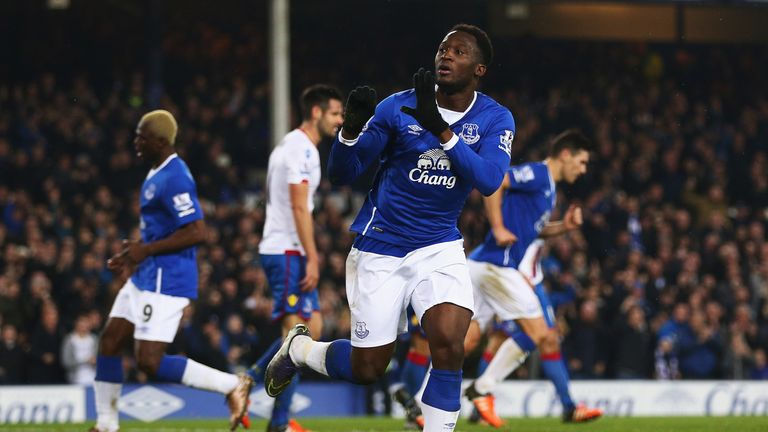 Romelu Lukaku of Everton celebrates scoring the equalising goal against Crystal Palace