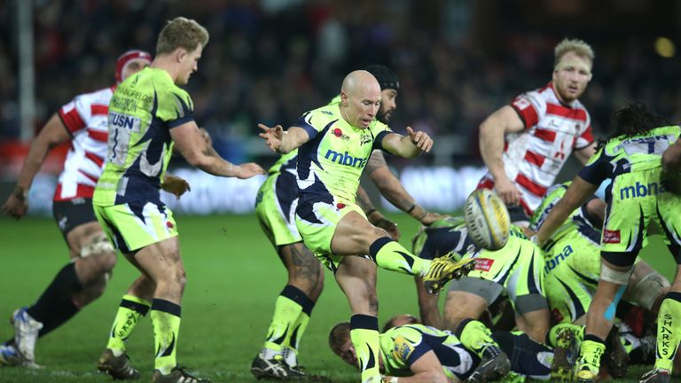 Peter Stringer clears his lines against Gloucester