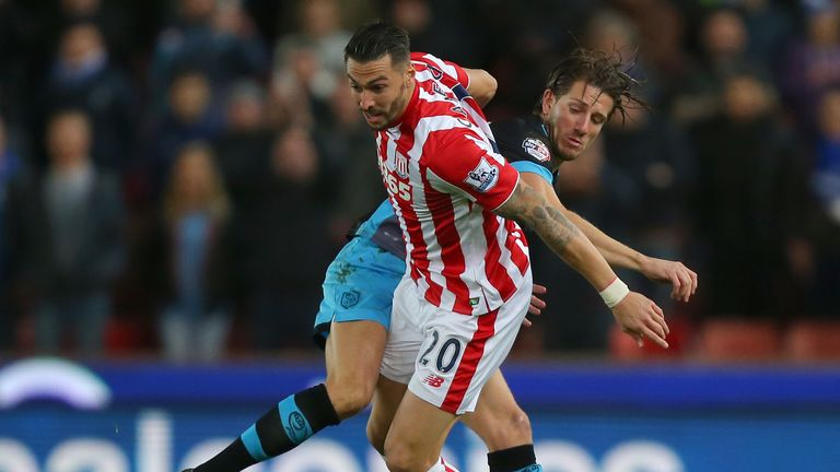 Geoff Cameron and Sam Hutchinson compete for the ball