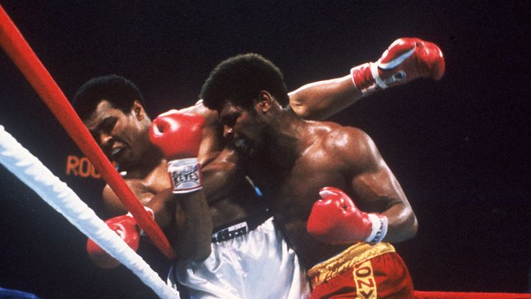 Leon Spinks (right) upset Ali to become heavyweight world champ