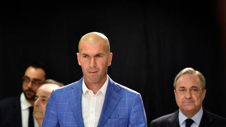 Zidane (L) with Real Madrid president Florentino Perez