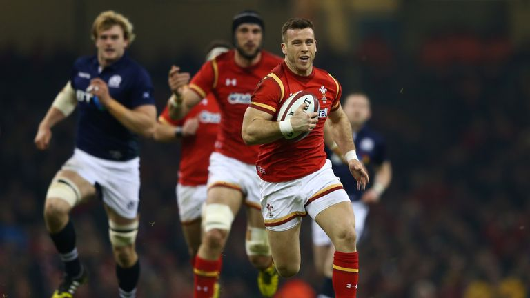 Gareth Davies surges clear to score Wales' opening try