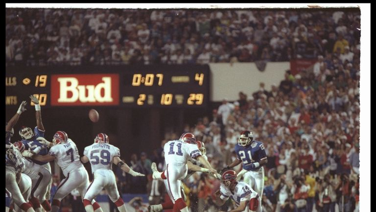 Bufallo Bills kicker Scott Norwood misses his 47-yard field goal wide right as time runs out in Super Bowl XXV