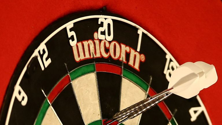 why do players like phil taylor and peter wright change their darts