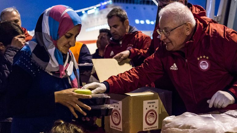 Olympiakos distribute supplies to refugees