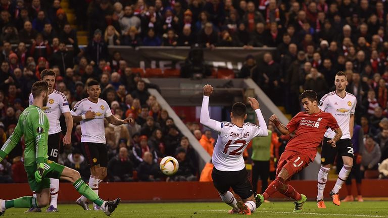 Liverpool beat Manchester United 2-0 in the round of 16 first leg