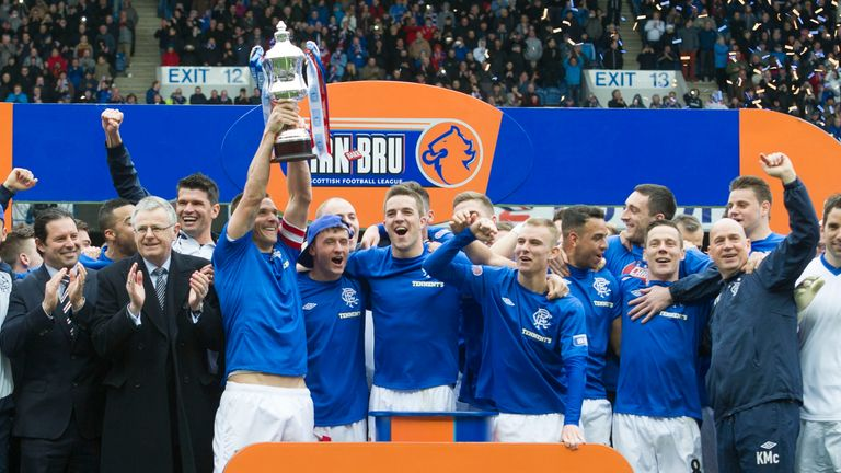 Captain Lee McCulloch lifts the old Scottish Third Division trophy