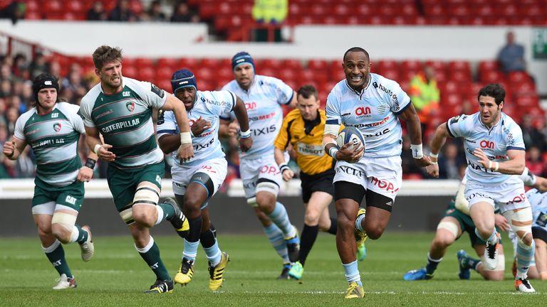 Joe Rokocoko powers through the Leicester defence