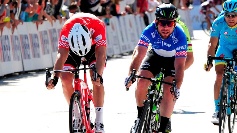 Cavendish (in blue) crosses the line ahead of Giacomo Nizzolo