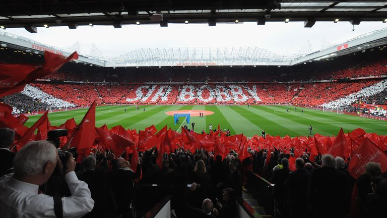 Manchester United fans hold up a mosaic in honour of Sir Bobby Charlton