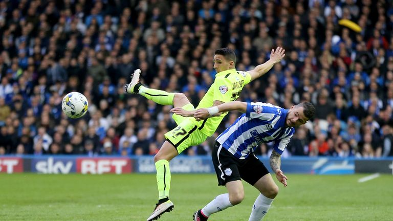 Sheffield Wednesday's Daniel Pudil (right) and Brighton's Anthony Knockaert battle in midfield