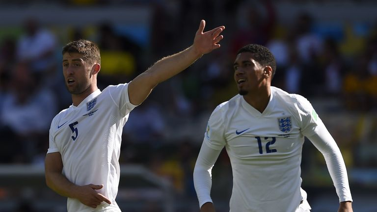 Gary Cahill and Chris Smalling should be in Roy Hodgson's starting XI for the tournament in France, says Sol Campbell