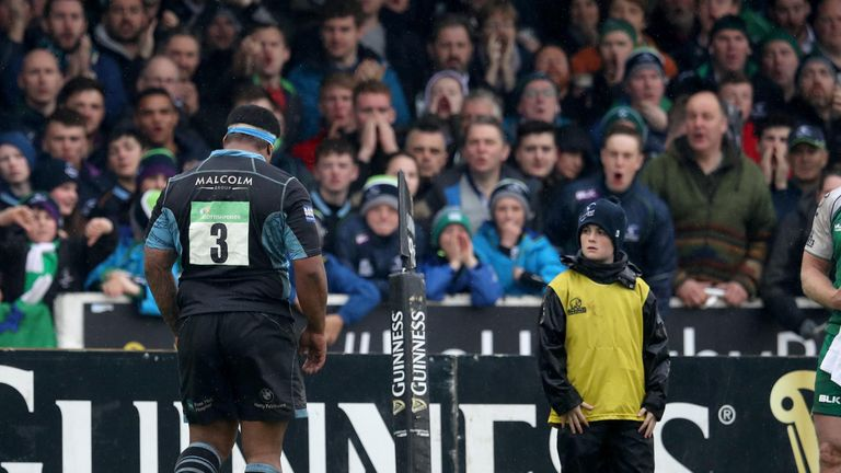 Sila Puafisi leaves the pitch after being sent off against Connacht