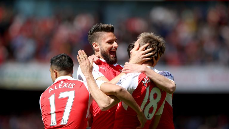 Arsenal striker Olivier Giroud (centre) celebrates his opener with team-mate Nacho Monreal