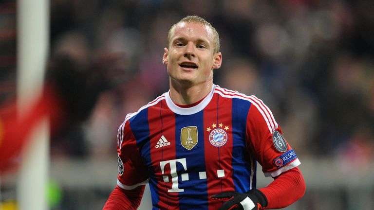 Bayern Munich's Sebastian Rode has completed his switch to Bundesliga rivals Borussia Dortmund