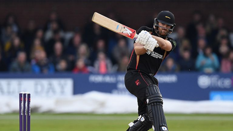 Ben Raine hit a magnificent hundred for Leicestershire as they beat Birmingham
