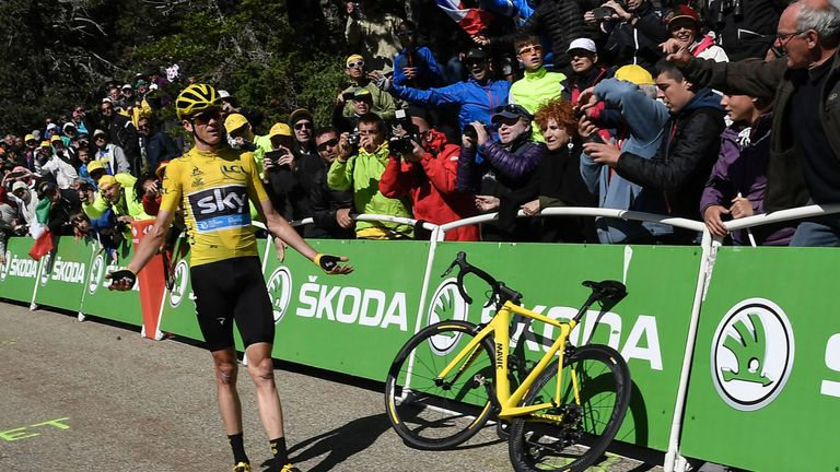 Froome could not get his bike from neutral service to work properly