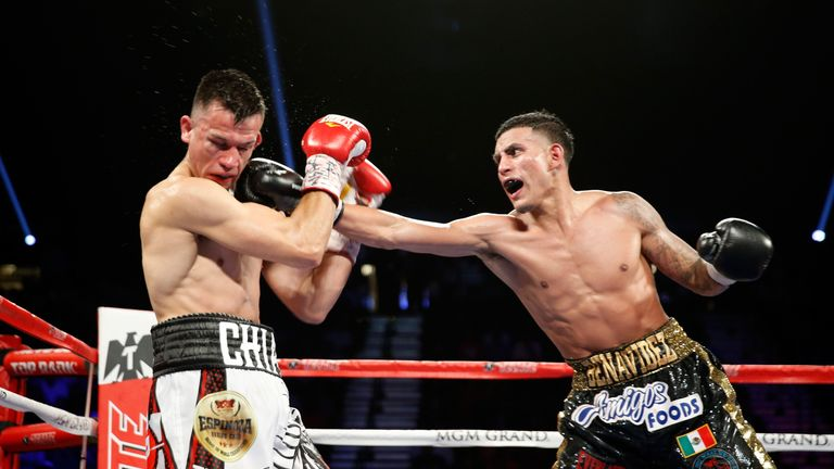 Jose Benavidez  (R) remained unbeaten by out-pointing Francisco Santana