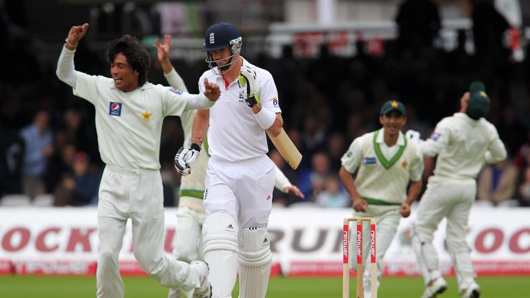 Bob Willis says the incident reminds him of the Pakistan spot-fixing affair Mohammad Amir (L) was caught up in in 2010