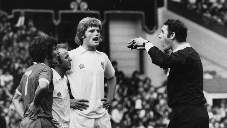 Kevin Keegan and Bill Bremner are sent off in the 1974 Charity Shield