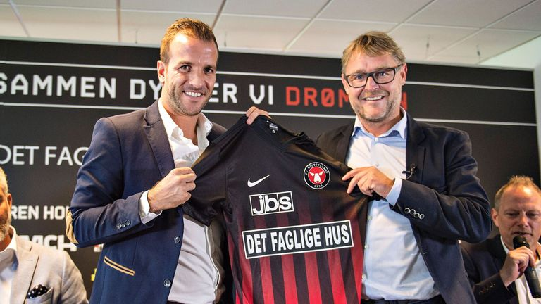 Rafael Van der Vaart (L) was unveiled as a FC Midtjylland player on Wednesday