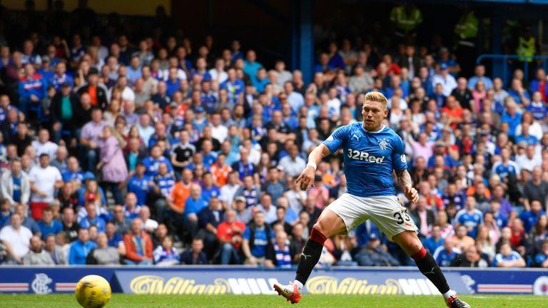 Rangers' Martyn Waghorn scores to make it 1-1