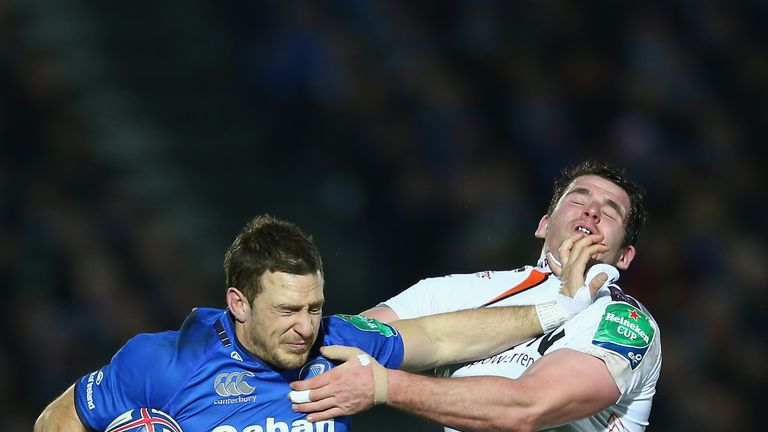 Bevington (R) grapples with Leinster's Jimmy Gopperth