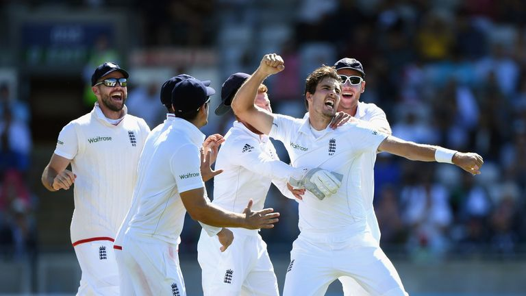 Steven Finn claimed the wickets of MIsbah-ul-Haq and Sami Aslam