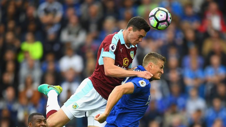 Michael Keane out jumps Robert Huth