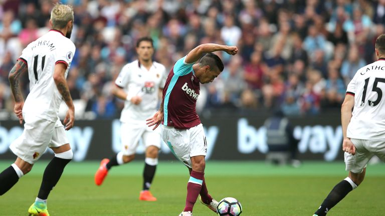 Manuel Lanzini also attempted the rabona in the 4-2 defeat on Saturday