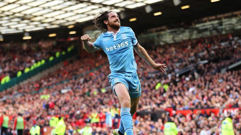 Joe Allen celebrates his equaliser for Stoke City at Man Utd