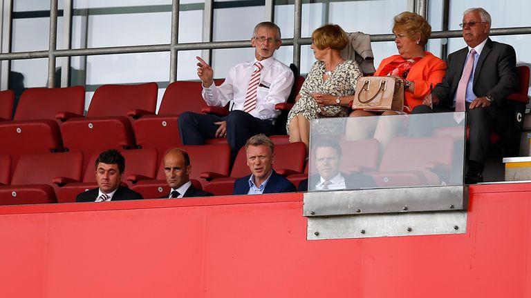 Moyes sits next to Martin Bain during  a pre-season friendly