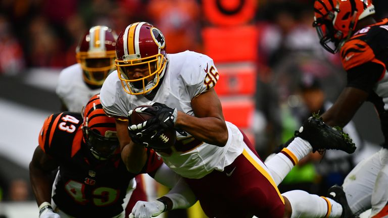 Jordan Reed dives over to score a Redskins touchdown