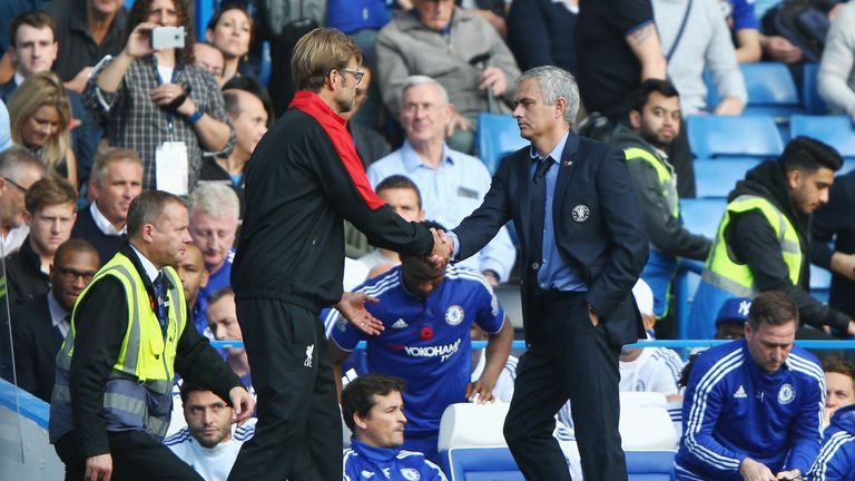 Klopp and Mourinho shakes hands after facing off during his Chelsea days