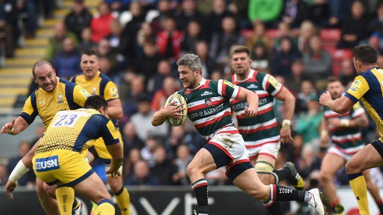 Tom Brady of Leicester Tigers makes a break against Worcester Warriors