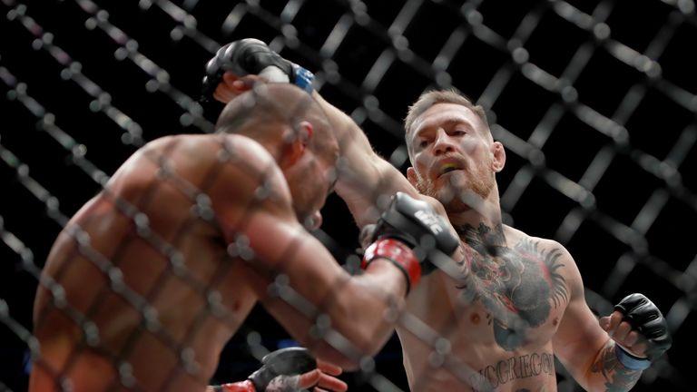 Conor McGregor defeated Eddie Alvarez to capture the UFC lightweight title