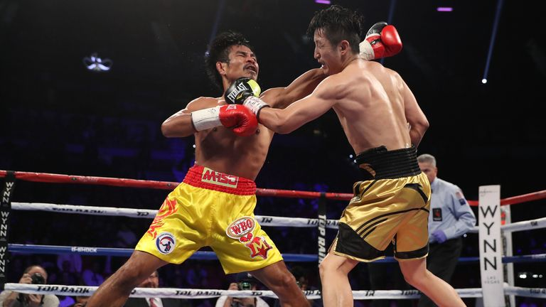 Zou Shiming (right) lands with a powerful left during his victory over Kwanpichit Onesongchaigym